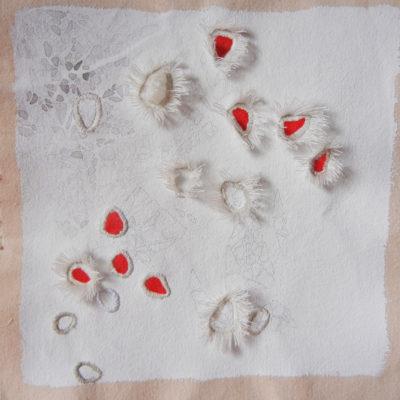 Bolle #3, 2015. Matita, gouache, acquarello, filo da cucire e gesso su tela. 22,5x23cm