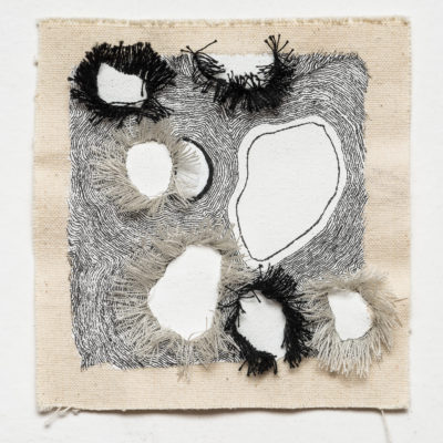 Bolle #9, 2016. Inchiostro, filo da cucire e gesso su tela. 11.5x11.5cm